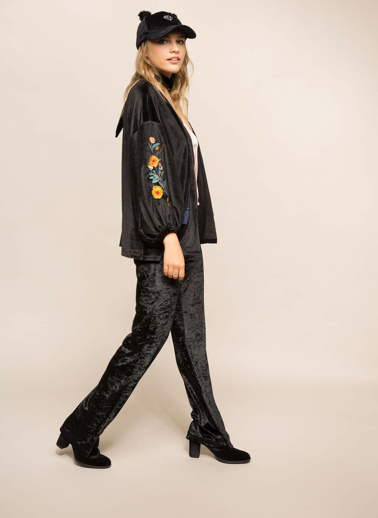 DeFacto İşlemeli Kadife Kimono Siyah